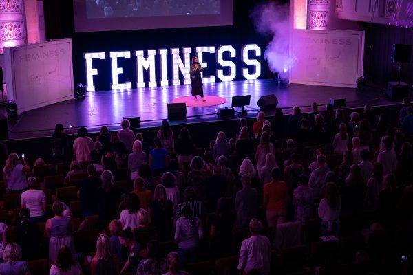 Feminess Speaker Day - Ratgeber Speaking STAGE-Methode© - Professionelle Femines Speakerin - Feminess